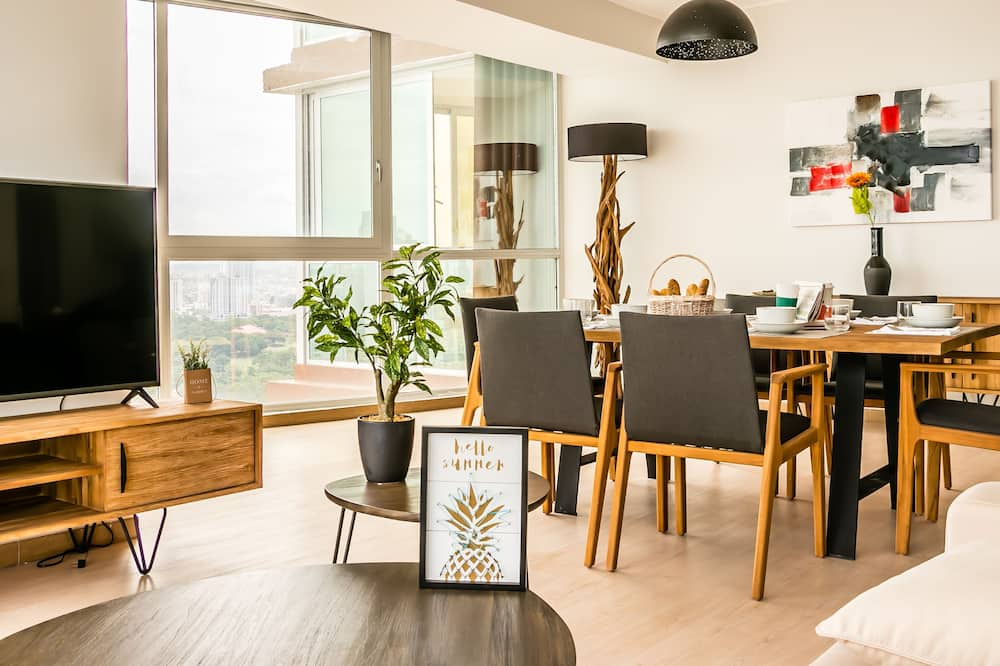 Deluxe Apartment, 3 Bedrooms - Living Area