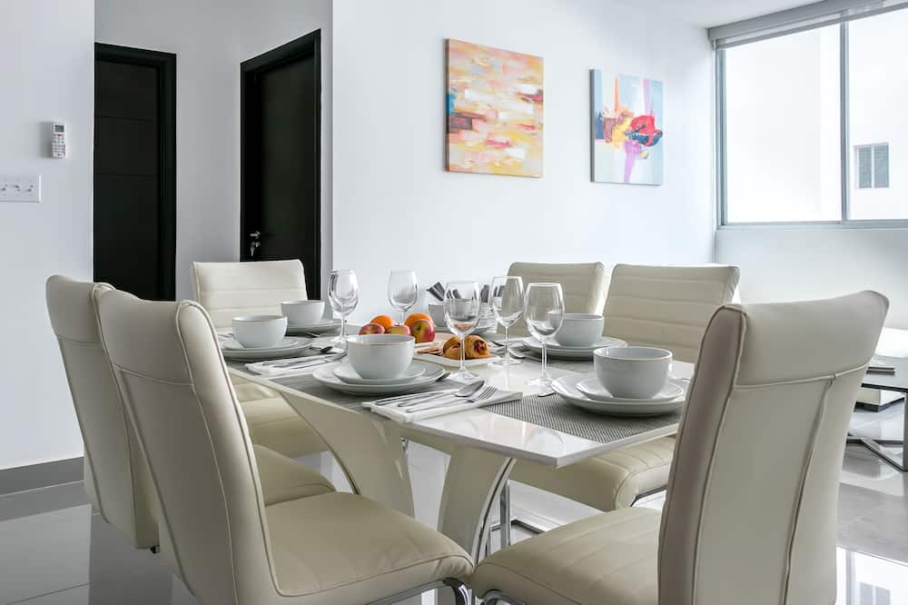 Deluxe Apartment, 2 Bedrooms - In-Room Dining