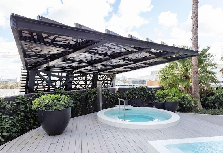 Luxurious Blackwood Inn North Melbourne, צפון מלבורן, אמבט ספא חיצוני