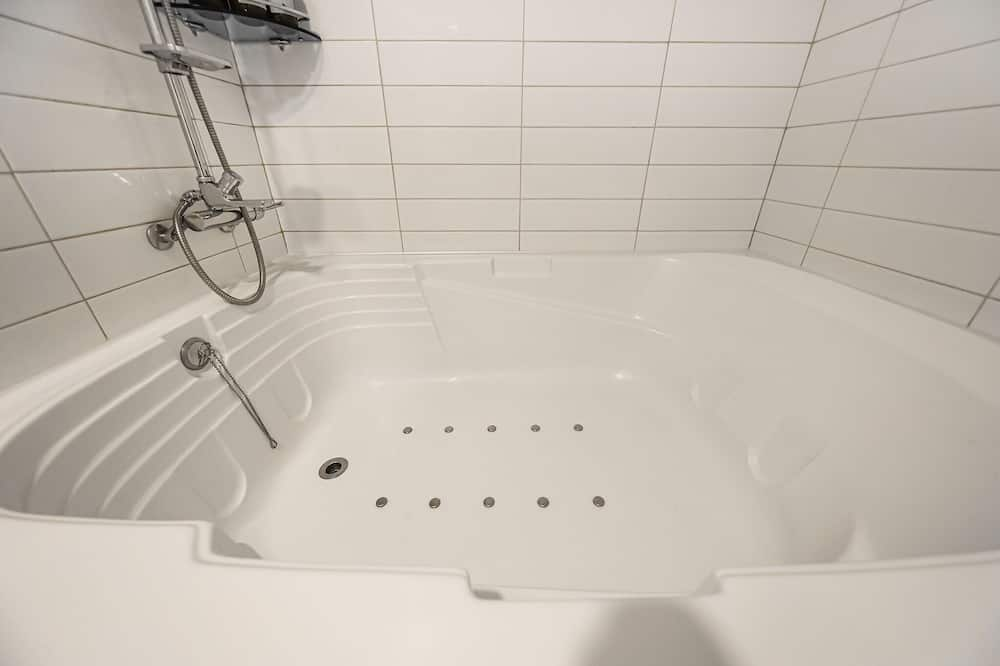 Deluxe Room, 1 King Bed - Private spa tub