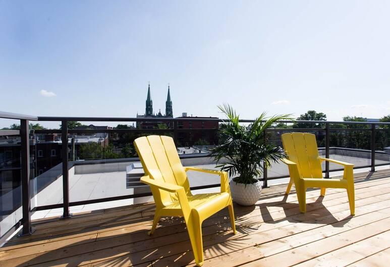 Spectacular and Modern Little Italy Penthouse, Montréal, Balcon