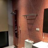 House, 6 Bedrooms - Bathroom