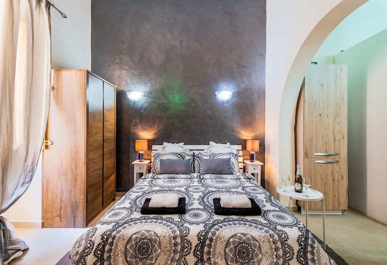 Traditional Maltese Townhouse, Sliema, Deluxe Studio, Private Bathroom, Bilik Tamu