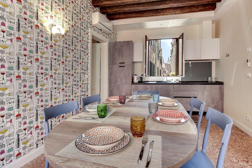 Apartman, 3 spavaće sobe - Obroci u sobi