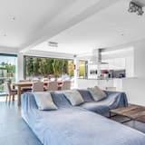 فيلا - ٤ غرف نوم - بمسبح خاص - غرفة معيشة