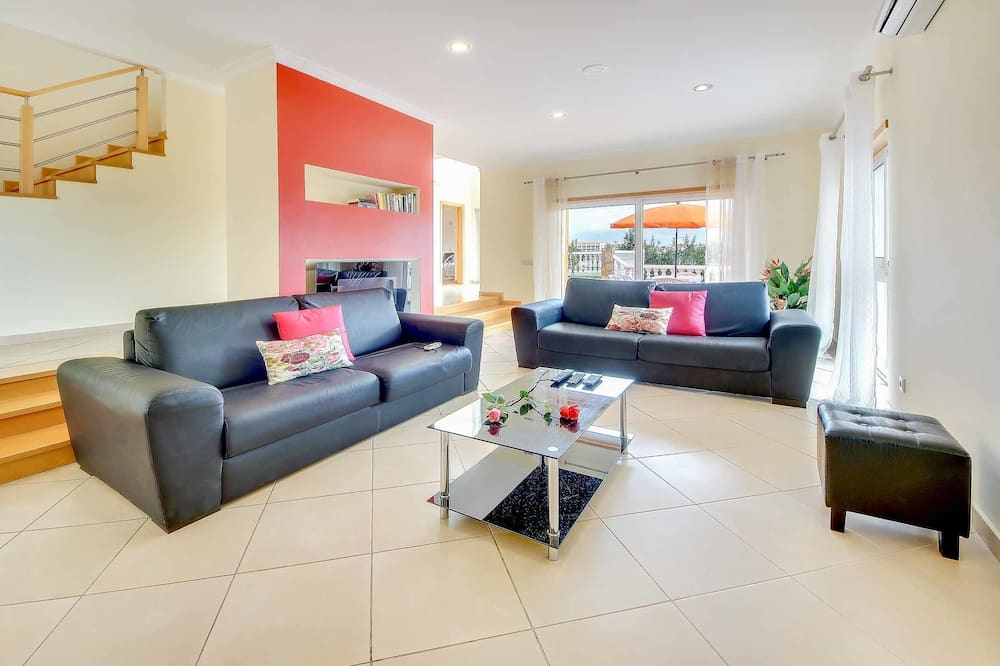 Villa (4 Bedrooms) - Oturma Alanı