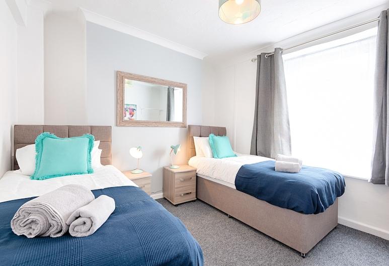 Amazing Views of the City, Swansea, Comfort House, 4 Bedrooms, Room
