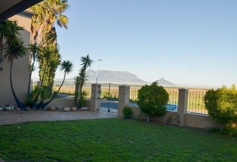 Dolisa's Place, Cape Town, Garden