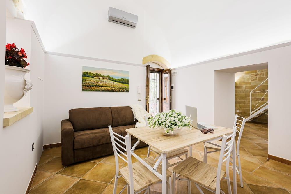 家庭公寓, 地面層 - 客廳