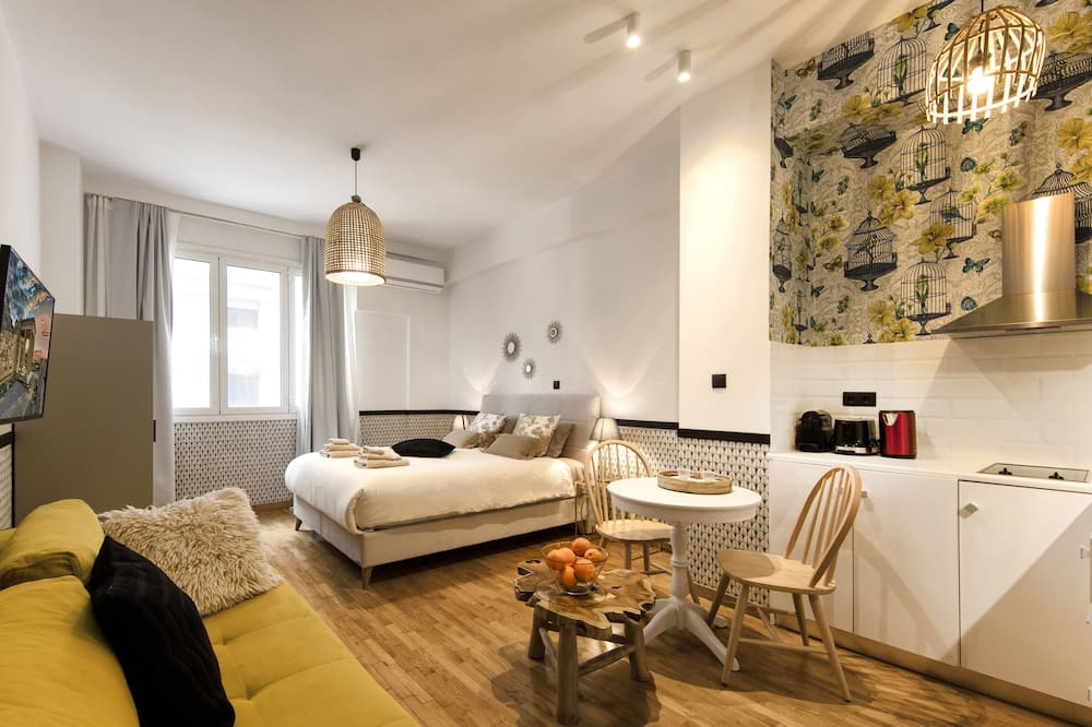 Design Studio, 1 Double Bed with Sofa bed, Non Smoking, Refrigerator - Living Room