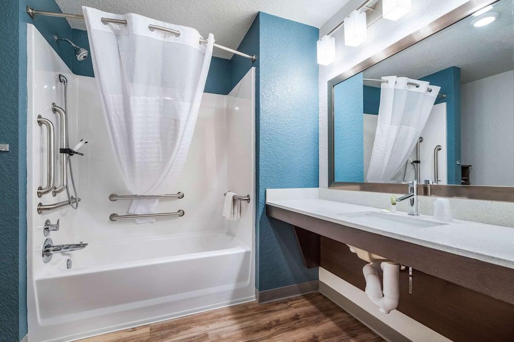 Pokój, 2 łóżka queen, przystosowanie dla niepełnosprawnych, dla niepalących - Łazienka