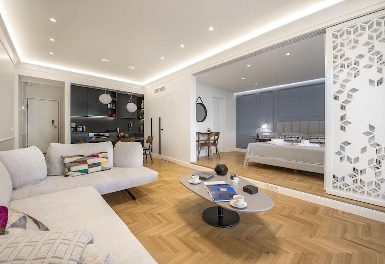 Chic Central Athens Apartment at Mavilli Sq. by VillaRentalsgr, Atenas, Apartamento executivo, 1 cama King com sofá-cama, Banheira de hidromassagem, Vista para a cidade, Área de estar