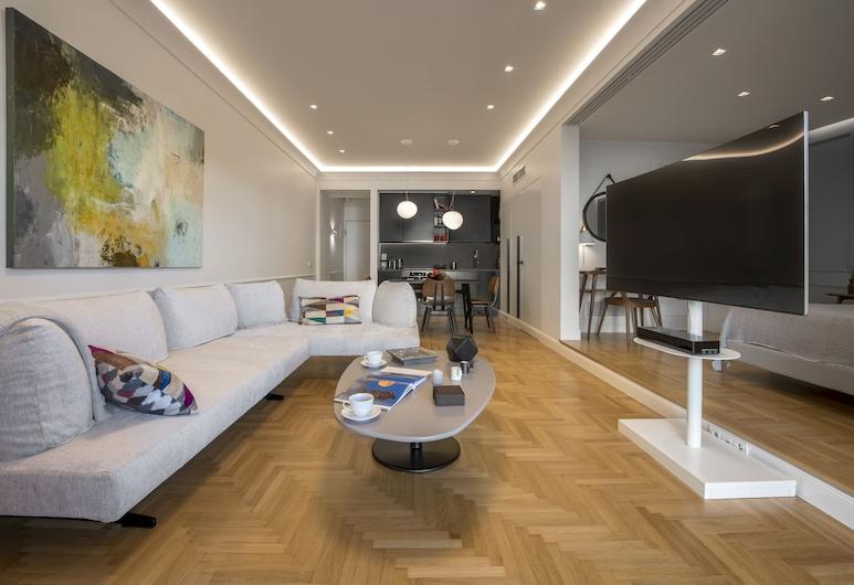 Chic Central Athens Apartment at Mavilli Sq. by VillaRentalsgr, Atenas