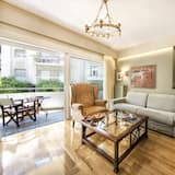 Premium Apartment, 1 King Bed with Sofa bed, Non Smoking, Kitchen - Living Area