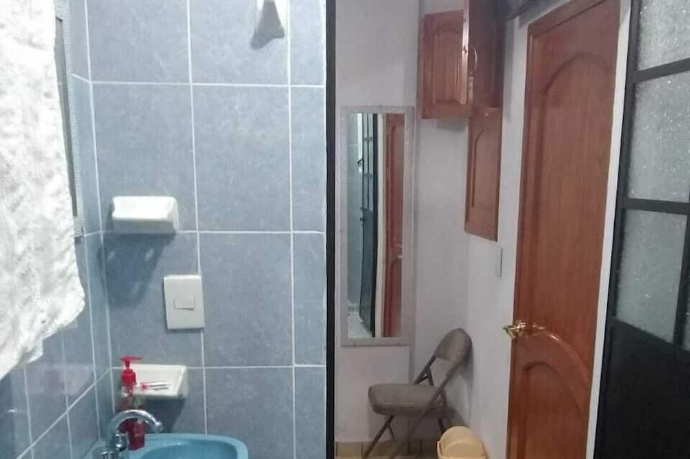 ベーシック ルーム ダブルベッド 1 台 - バスルーム