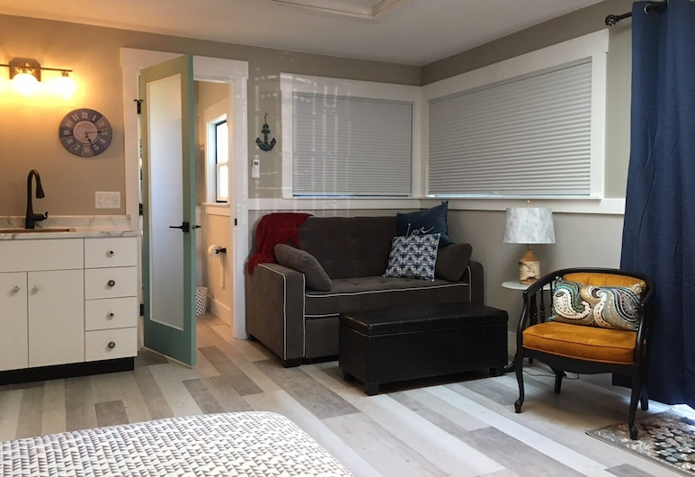 Guest House Studio Overlooking Downtown Harbour, Nanaimo