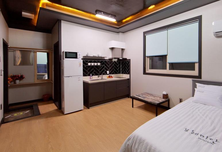 Bohemian Pension, Boryeong, Room (204), Room