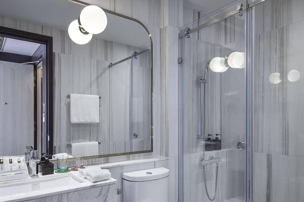 Klasikinio tipo dvivietis kambarys (2 viengulės lovos), vaizdas į miestą - Vonios kambarys