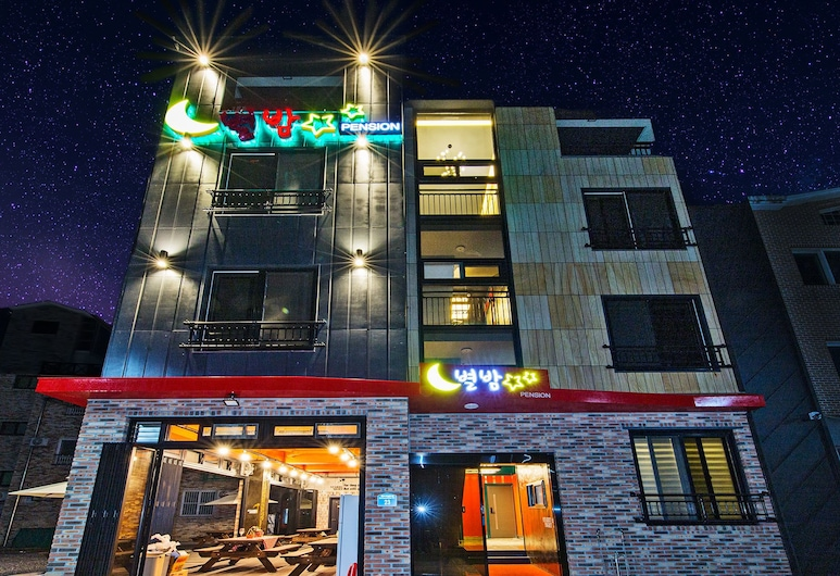 Byeolbam Pension, Boryeong, Front of property - evening