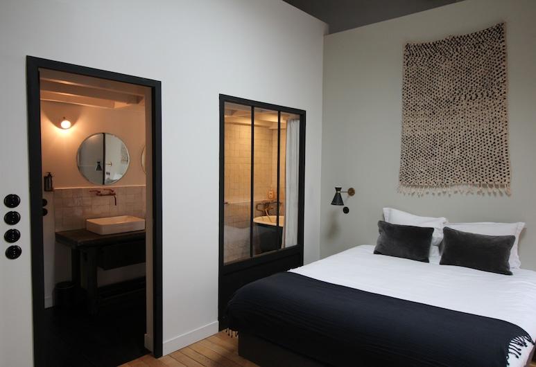 Lescapade Bordelaise - Côté Hôtel de Ville, Bordeaux, Pagerinto tipo dvivietis kambarys, iš miegamojo pasiekiamas vonios kambarys (Chambre Hôtel de Ville), Svečių kambarys