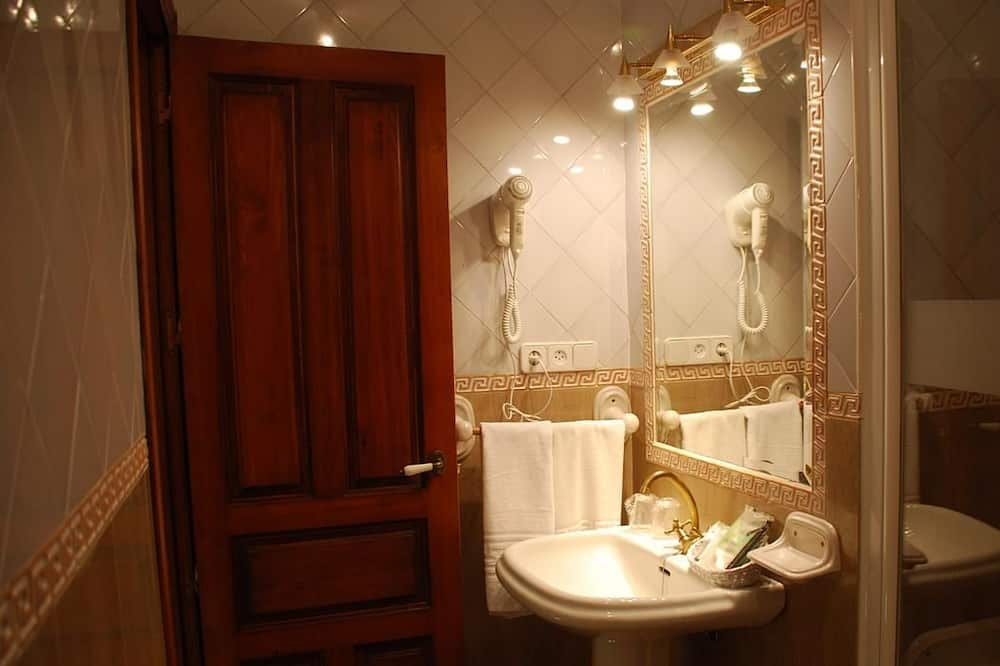 Habitación doble económica (1 double or 2 twins) - Baño