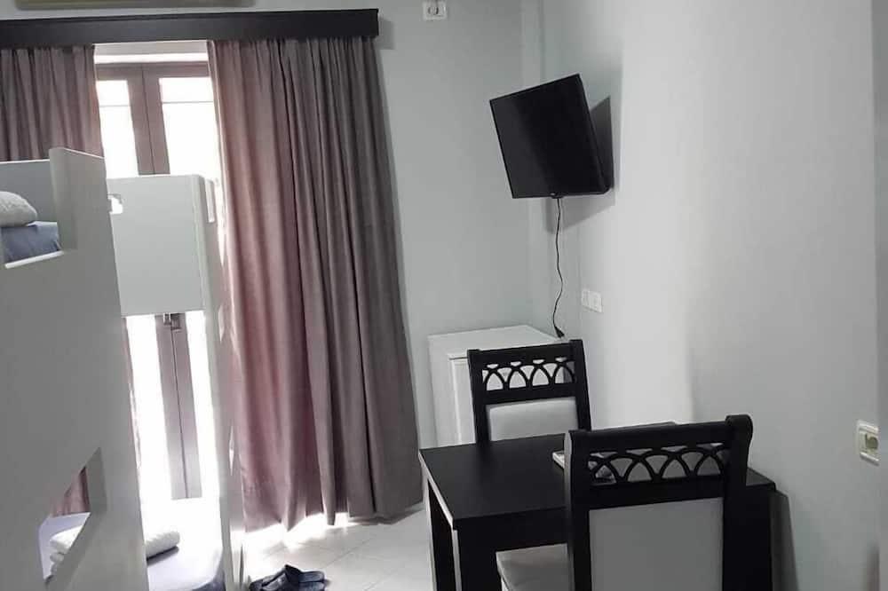 Quadruple Room, Balcony - In-Room Dining