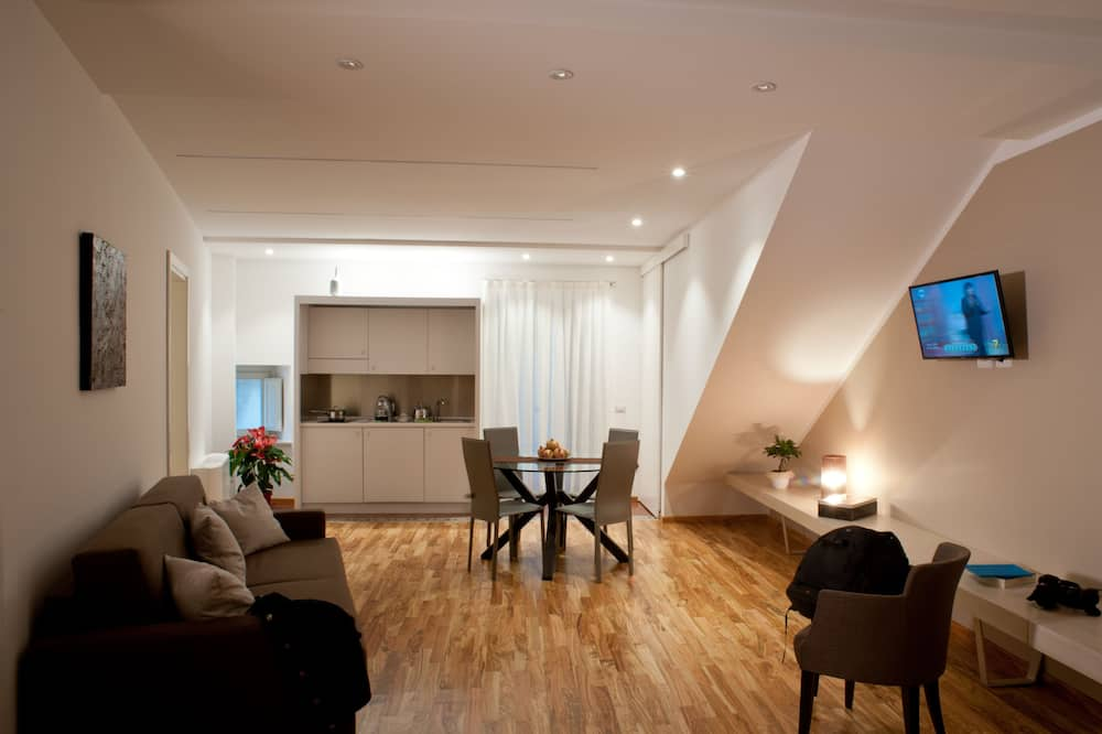 Deluxe Apartment, Accessible, City View (Melograno) - Living Area
