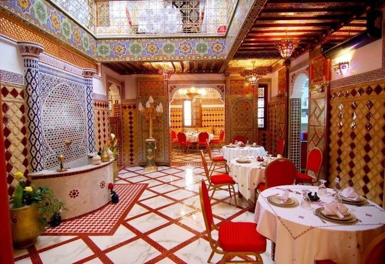 Riad la porte bleue du palais laraichi, Fes, Restaurant