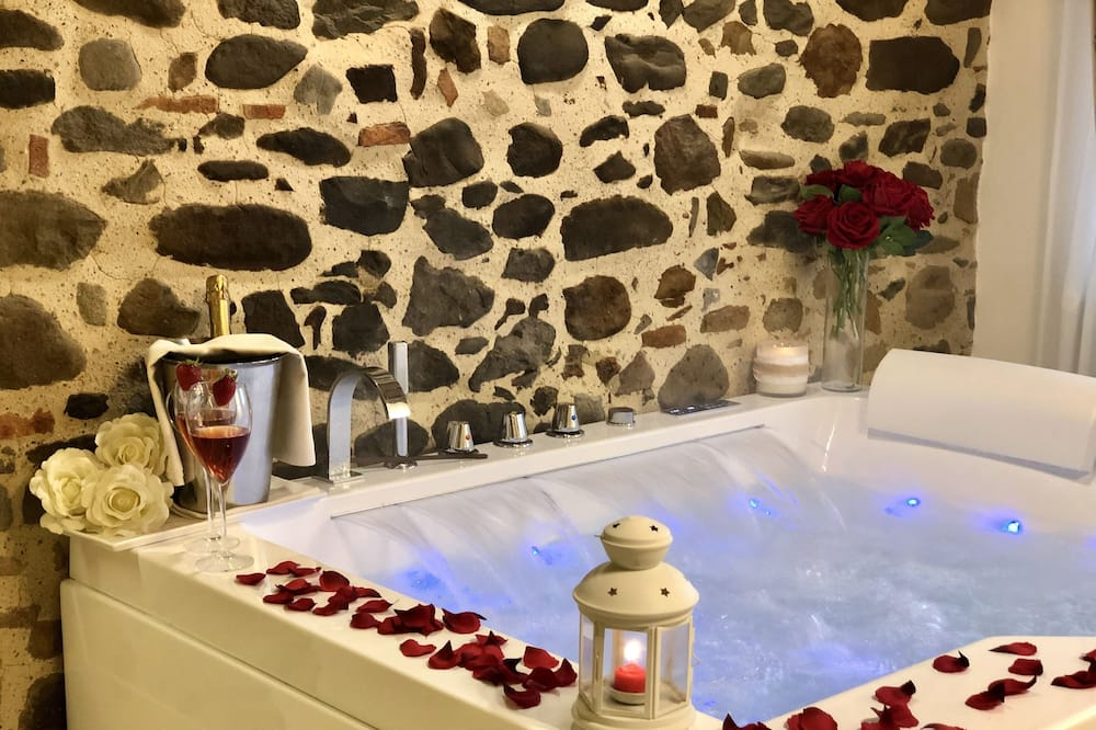 Deluxe Double Room - Private spa tub