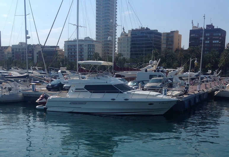 Stay in 2bed 15m Motor Yacht in Alicante, Alicante
