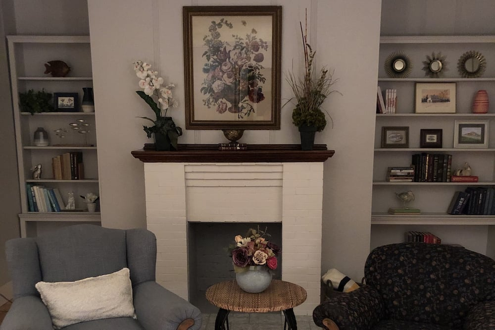 Signature Room, 2 Bedrooms - Living Area