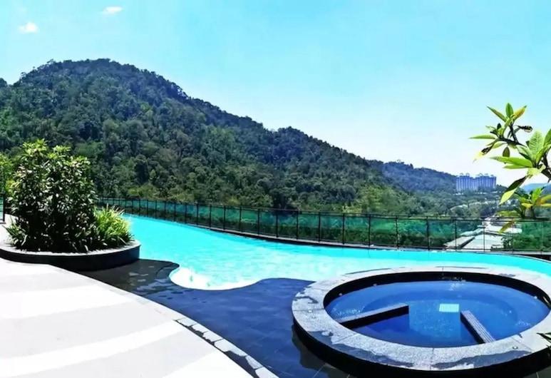 MU Vista – 360 Skypool Superior Suite, Genting Highlands, Outdoor Pool