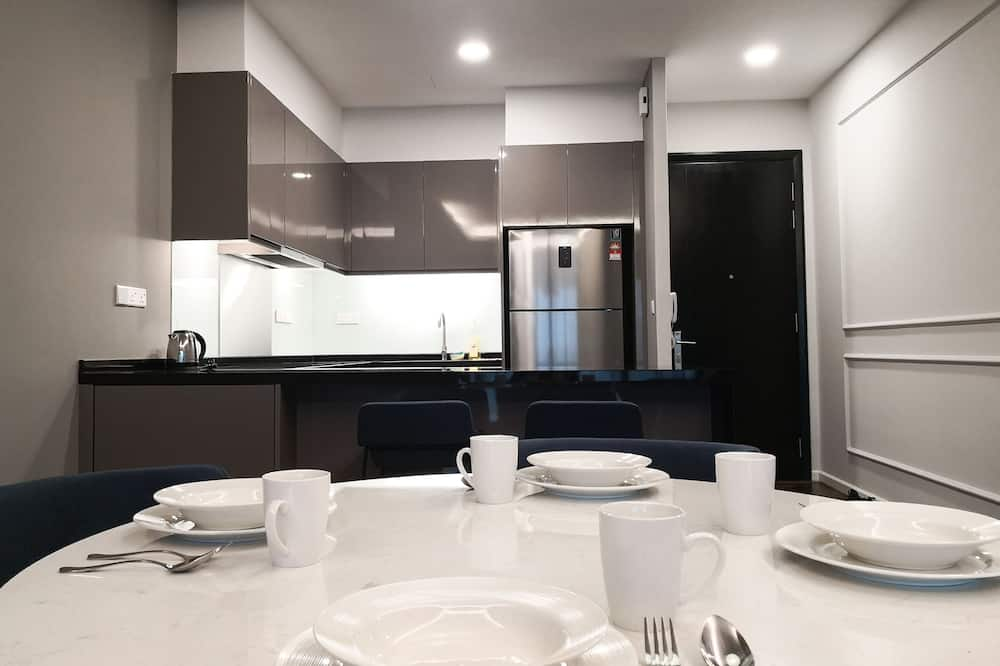 Premier Apartment, 2 Bedrooms - In-Room Dining
