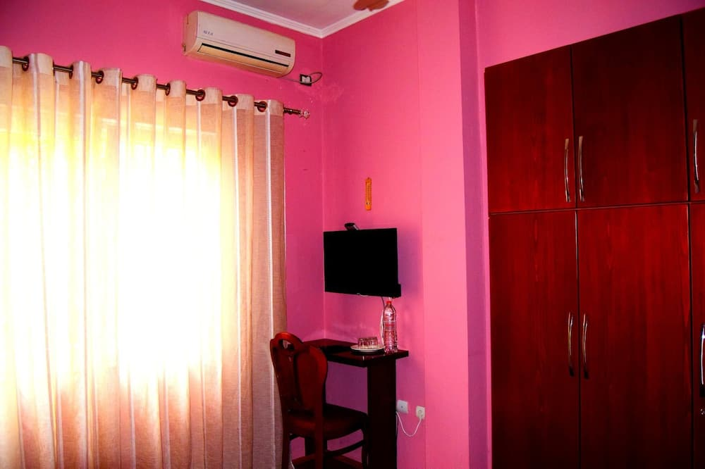 Double Room (5) - Living Area