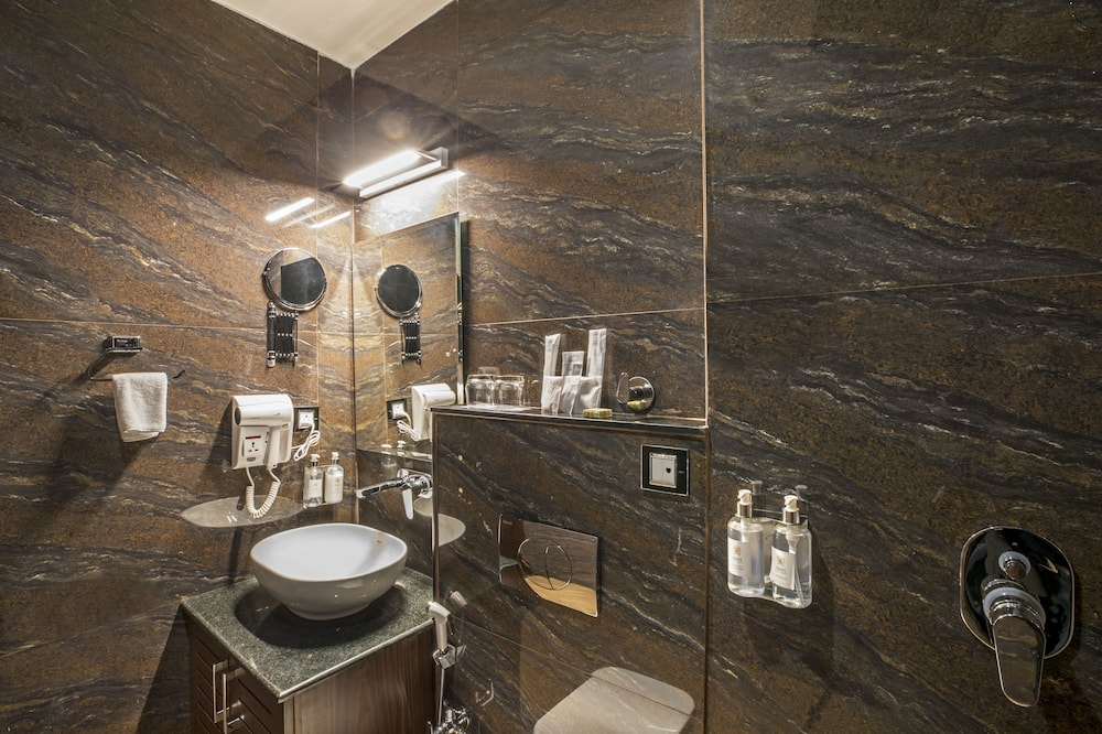 Deluxe Twin Room - Bathroom