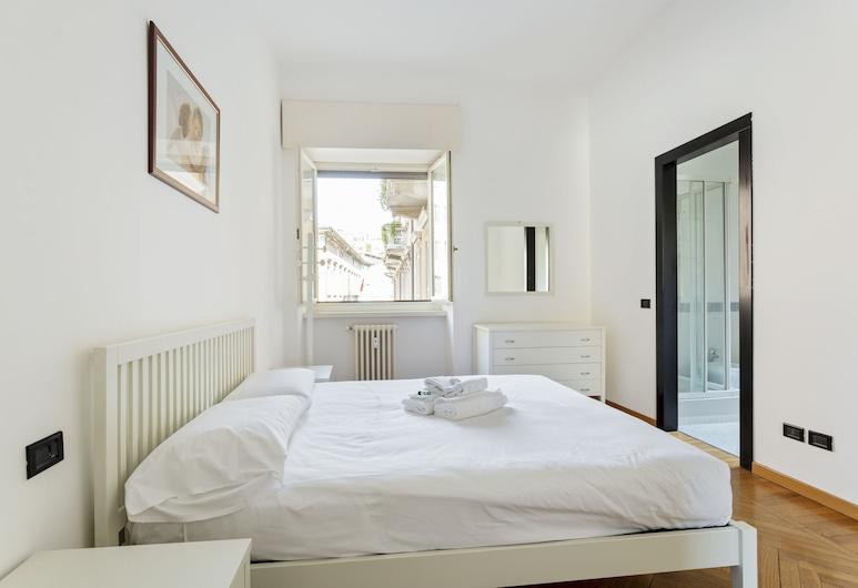 Renovated Penthouse Duomo & Via Torino, Milan, Apartment, 2 Bedrooms, Non Smoking, Room