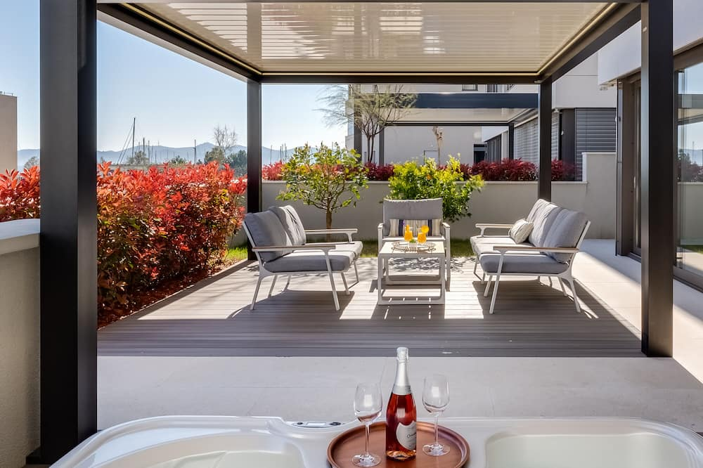 Luxury Apart Daire, 2 Yatak Odası, Sıcak Su Havuzu, Kısmi Deniz Manzaralı - Teras/Veranda