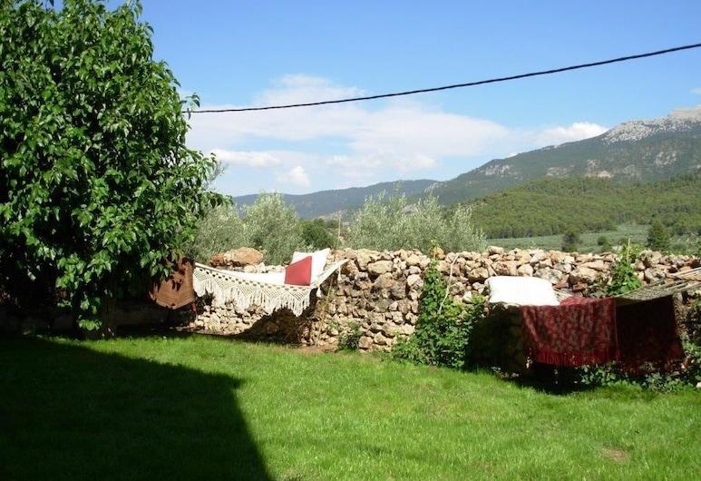 Casa Rural La Tiná, Segura de la Sierra, גינה