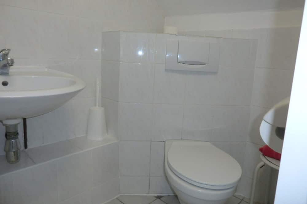 Standard dubbelrum - privat badrum - utsikt mot trädgården - Badrum