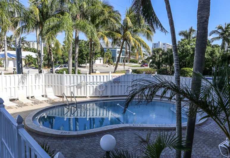 Castle Beach 303, Fort Myers Beach, Condo, 2 Bedrooms, Pool