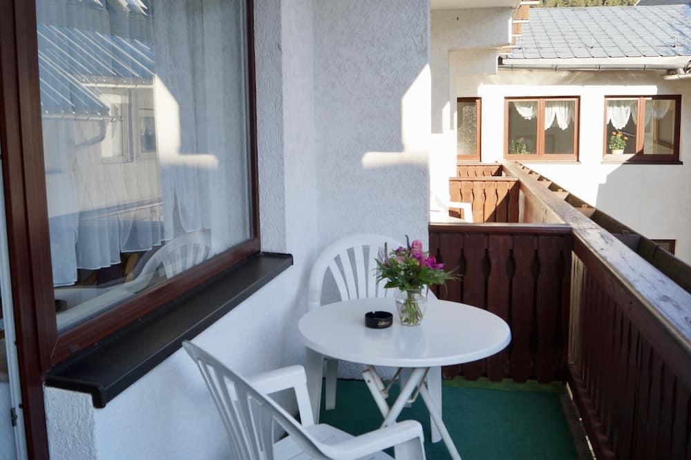 Pamatklases divvietīgs numurs, nesmēķētājiem, pagalms - Balkons