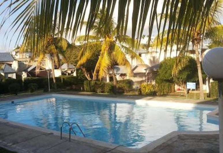 Apartment With one Bedroom in Grand Baie, With Pool Access, Furnished Garden and Wifi, Grand-Baie