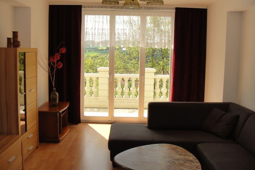 Căn hộ tiện nghi đơn giản, 1 phòng ngủ, Hiên - Khu phòng khách