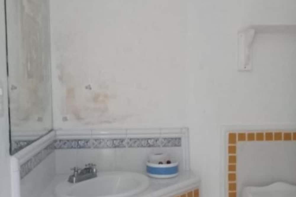Business-studiosviitti - Kylpyhuone