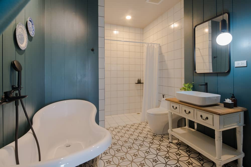 Deluxe Double Bed with Bathtub - Baño