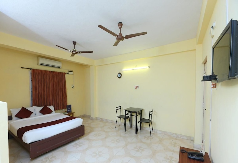 Maxiprime Hotel Manapakkam, Chennai, Deluxe Room, Guest Room