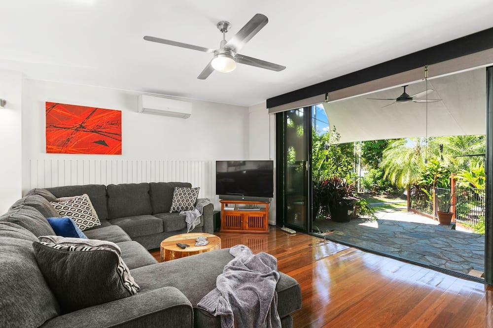 3 Bedrooms Tropical House plus Private Bungalow - Vardagsrum