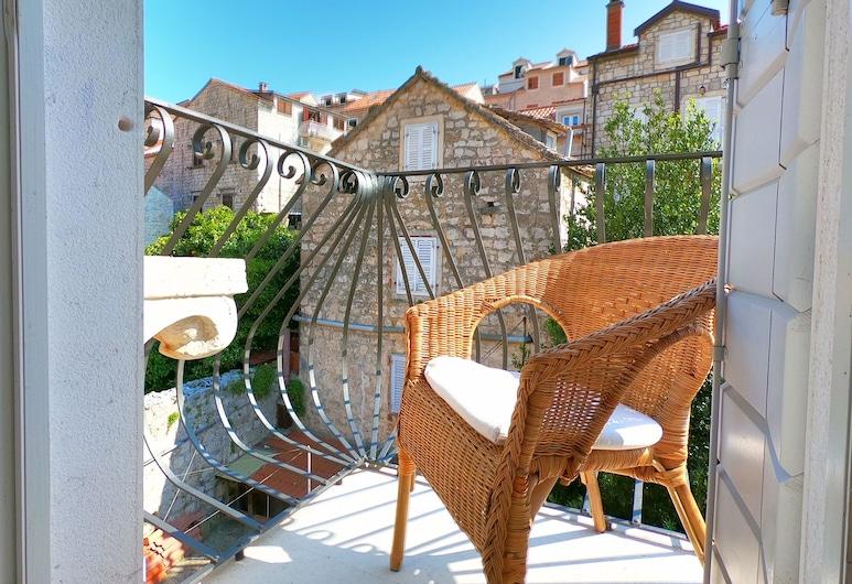 Historic Piazza House & Romantic Garden, Hvar, Appartement, Balkon