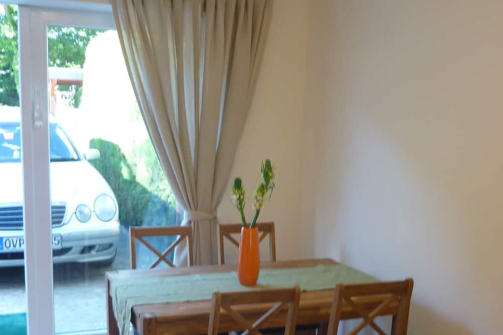 Apartment (Gustav) - Essbereich im Zimmer