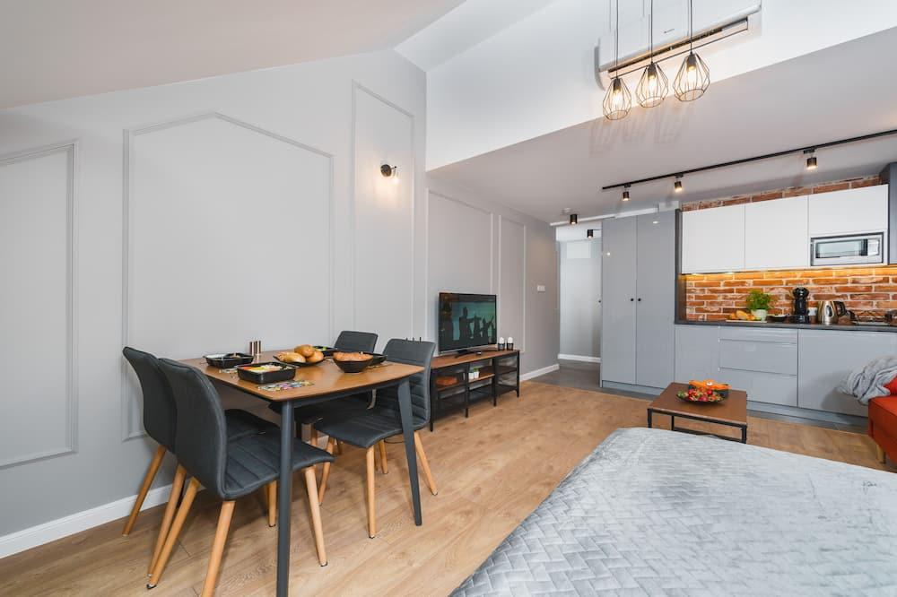 Studio (9) - Ruang Keluarga